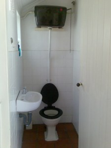 Old_toilet_with_elevated_cistern_and_chain